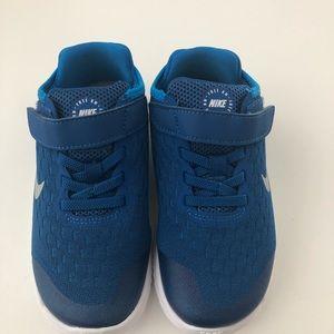 NEW ❤️ Nike Free RN